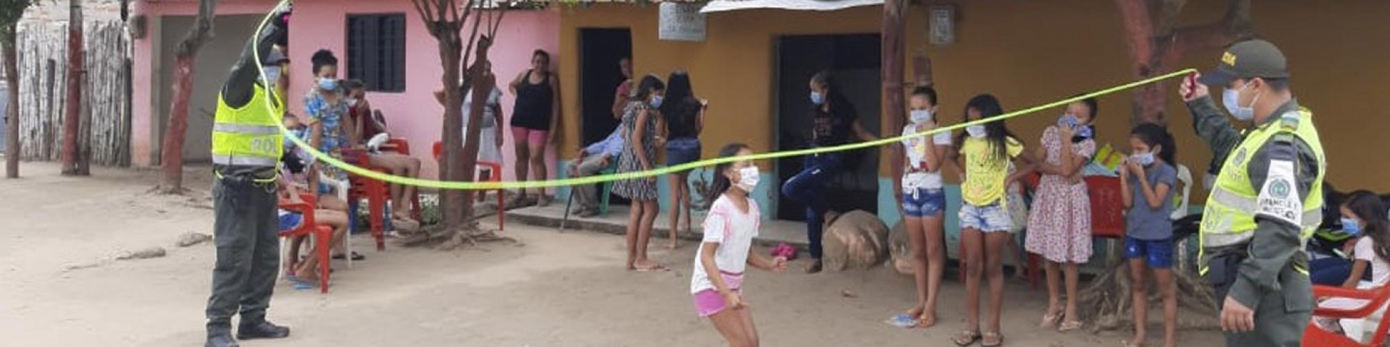 juego con los niños-Departamento de Policía Magdalena