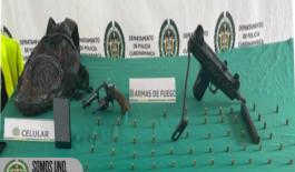 Dos armas de fuego incautadas en operativo que condujo a la captura de dos personas.