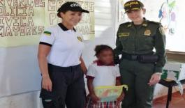 Entrega-de-kits-escolares-veredas-Leticia-y-El-Recreo