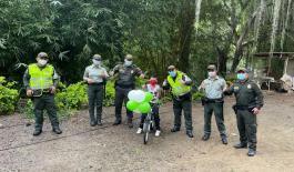 La Policía en la provincia de Soto Norte le cumplió el sueño al niño julio cesar de tener bicicleta