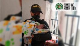 En manos de policías nace un bebé