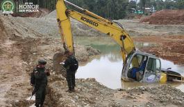 En el operativo se destruyeron seis excavadoras, que generaban ganancias por más de 9.800 millones de pesos anuales