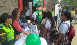 Policia Nacional le da la bienvenidas a estudiantes