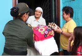 Entrega de mercados y regalos a la familias de escasos recursos