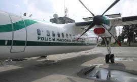 Avión DASH-8 en plataforma de la Policía