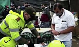 Policía de Cundinamarca, captura a personas que violan medida sanitaria en una gallera.