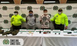 Tres capturados, un arma de fuego, munición, una granada, un supresor de sonido, entre otros elementos incautados.