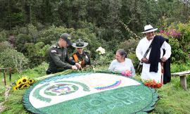 Subintendente Carlos Zapata con su familia silletera