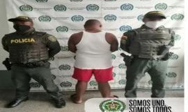 Mediante-acciones-de-la-patrulla-en-casa-dos-hombres-fueron-capturados-por-violencia-intrafamiliar
