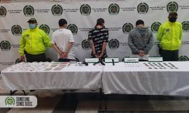 Tres capturados e incautadas dos armas de fuego