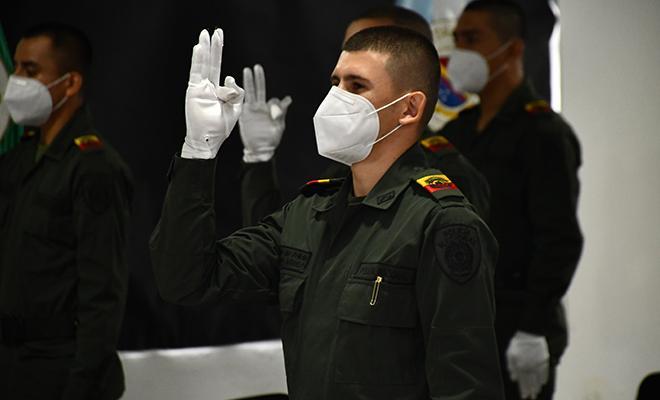 24 Auxiliares de Policía juran bandera en la ESBOL