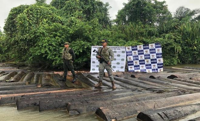 En-articulación-con-Armada-Nacional-incautamos-300-trozas-de-madera.
