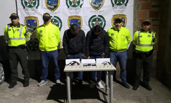 Capturadas dos personas dedicadas al hurto de vehículos de carga y mercancía en Cundinamarca