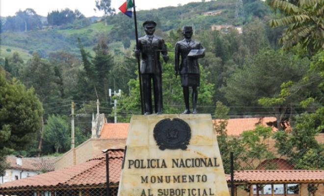 71 años de formar policías integrales al servicio de los colombianos